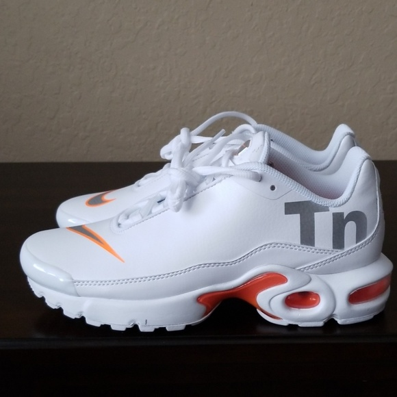 quality design 0e5ea 3bf8d Nike Air Max Plus TN SE White Orange Running NWT